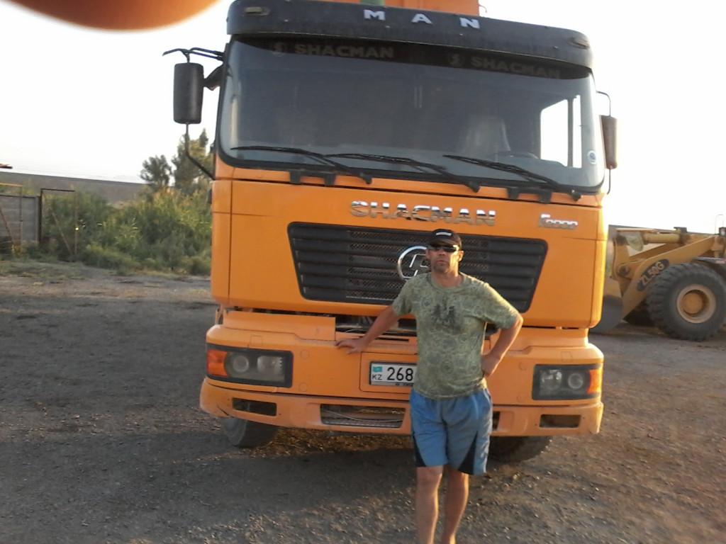 работа водитель экспедитор в алматы карие глаза